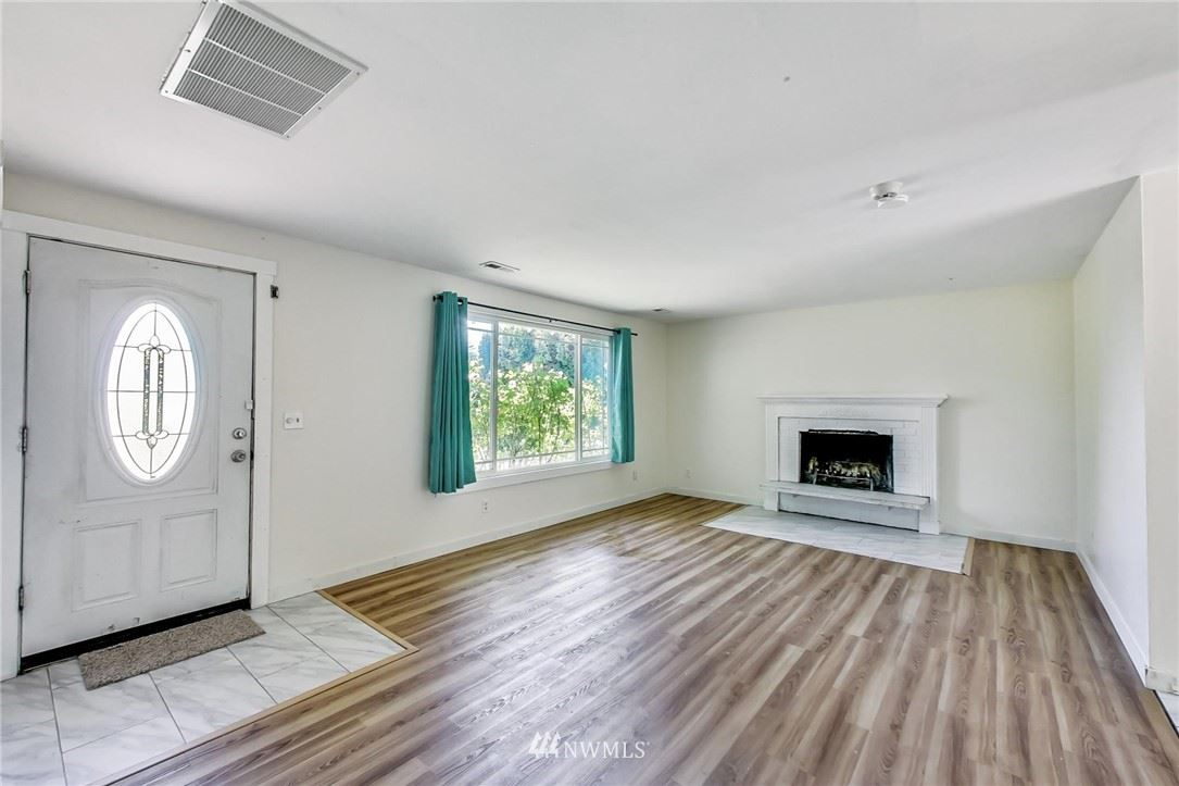 Photo of 12204 NE 137th Place, Kirkland, WA 98034 (MLS # 1785188)