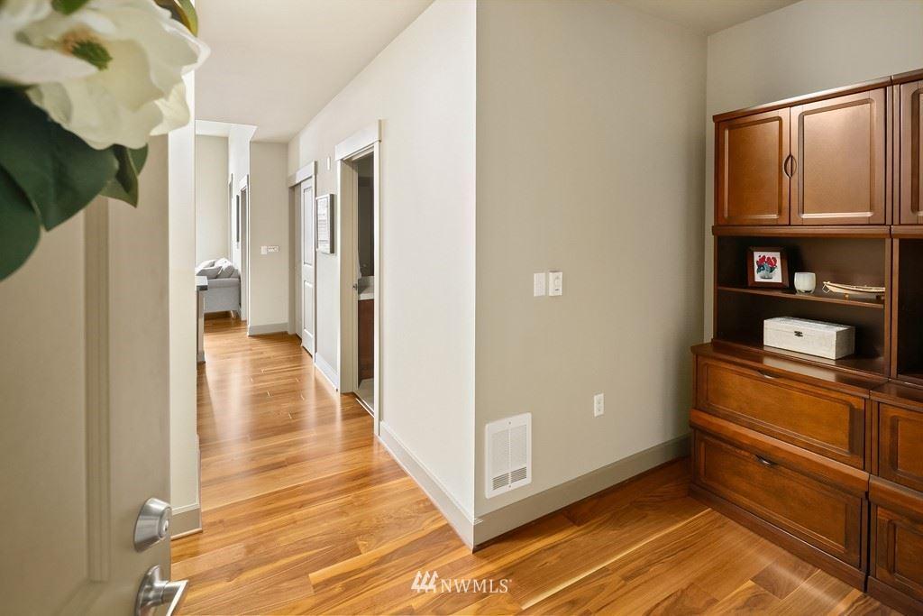 Photo of 1840 25th Avenue NE #406, Issaquah, WA 98029 (MLS # 1787189)