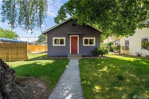 Photo of 426 E Trow Ave, Chelan, WA 98816 (MLS # 1626192)