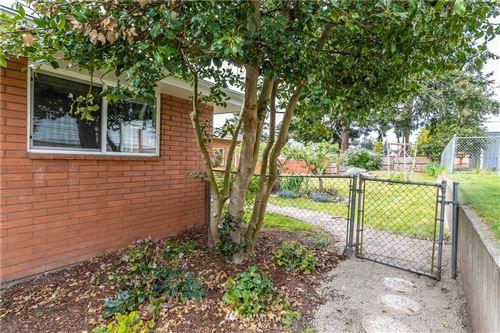 Tiny photo for 824 NE O'Leary Street, Oak Harbor, WA 98277 (MLS # 1766204)