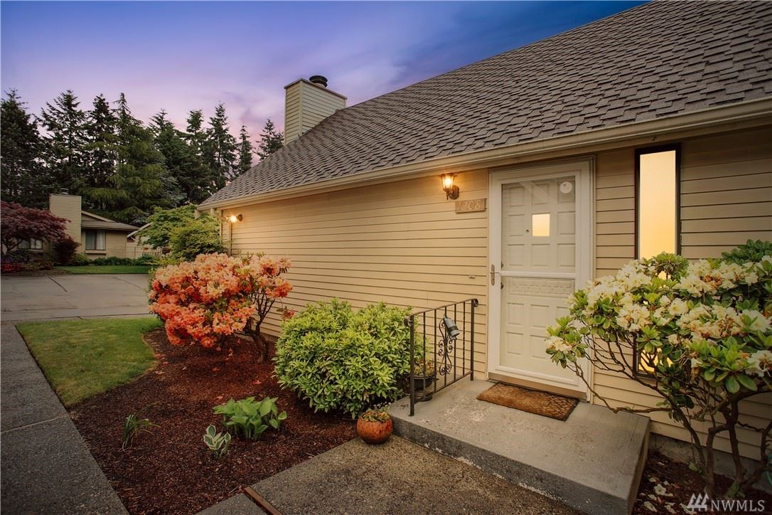 Photo of 1208 S 244th Place, Des Moines, WA 98198 (MLS # 1598207)