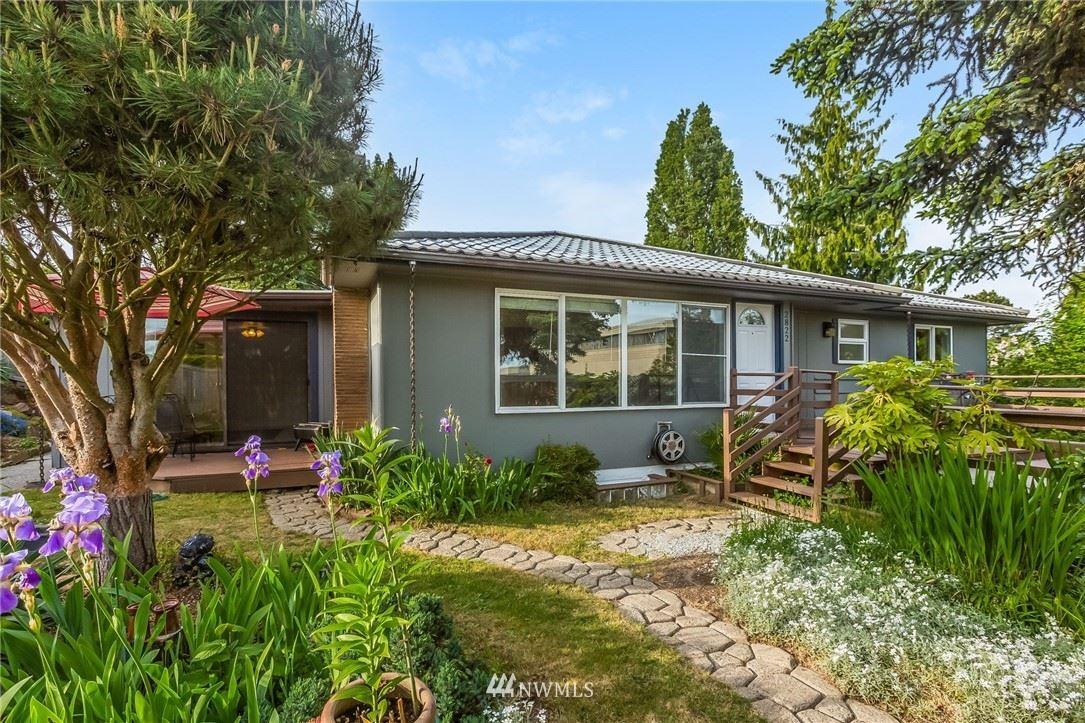 Photo of 2822 SW Thistle Street, Seattle, WA 98126 (MLS # 1781211)