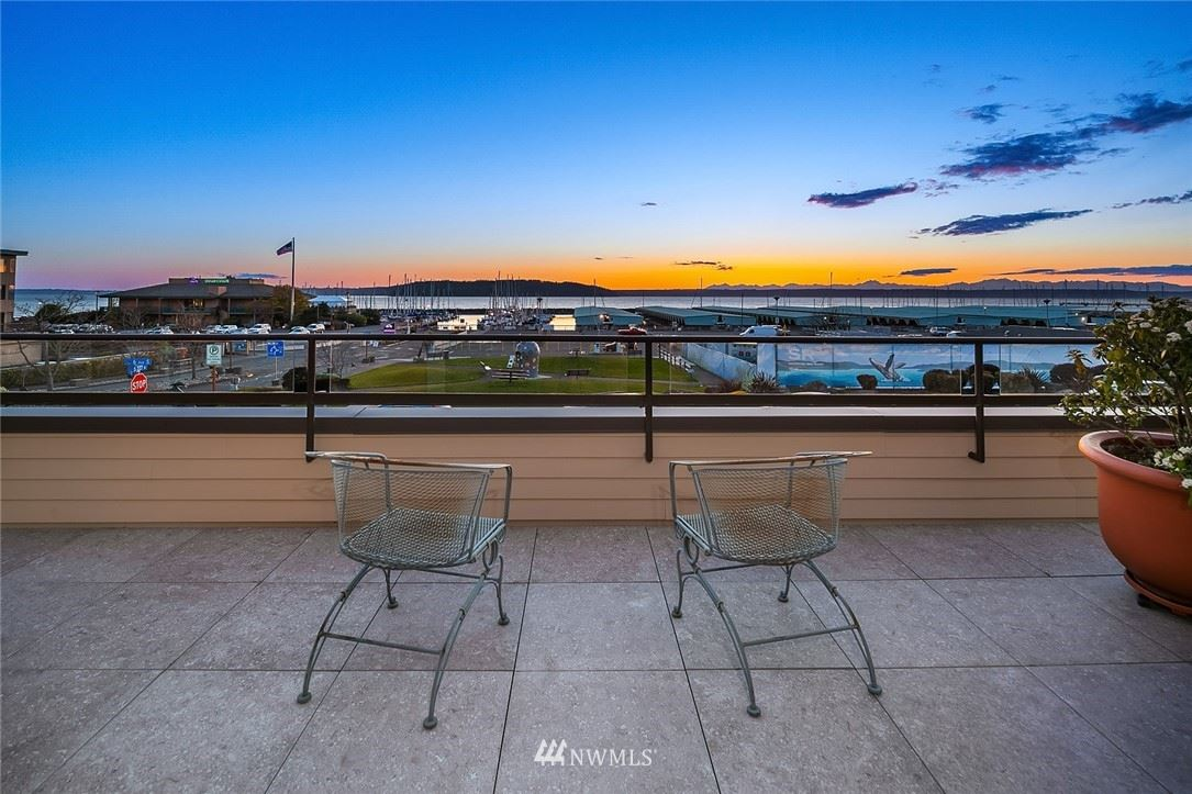 Photo of 620 S 227th Street #205, Des Moines, WA 98198 (MLS # 1747244)