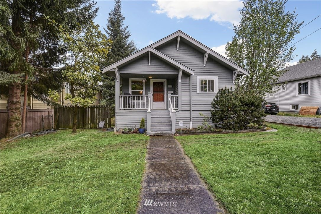 Photo of 8825 wallingford Avenue N, Seattle, WA 98103 (MLS # 1771254)