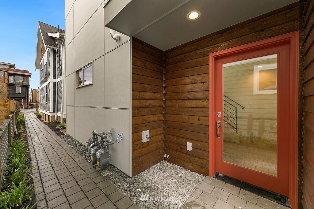 Photo of 6736 Carleton Avenue S, Seattle, WA 98108 (MLS # 1744278)
