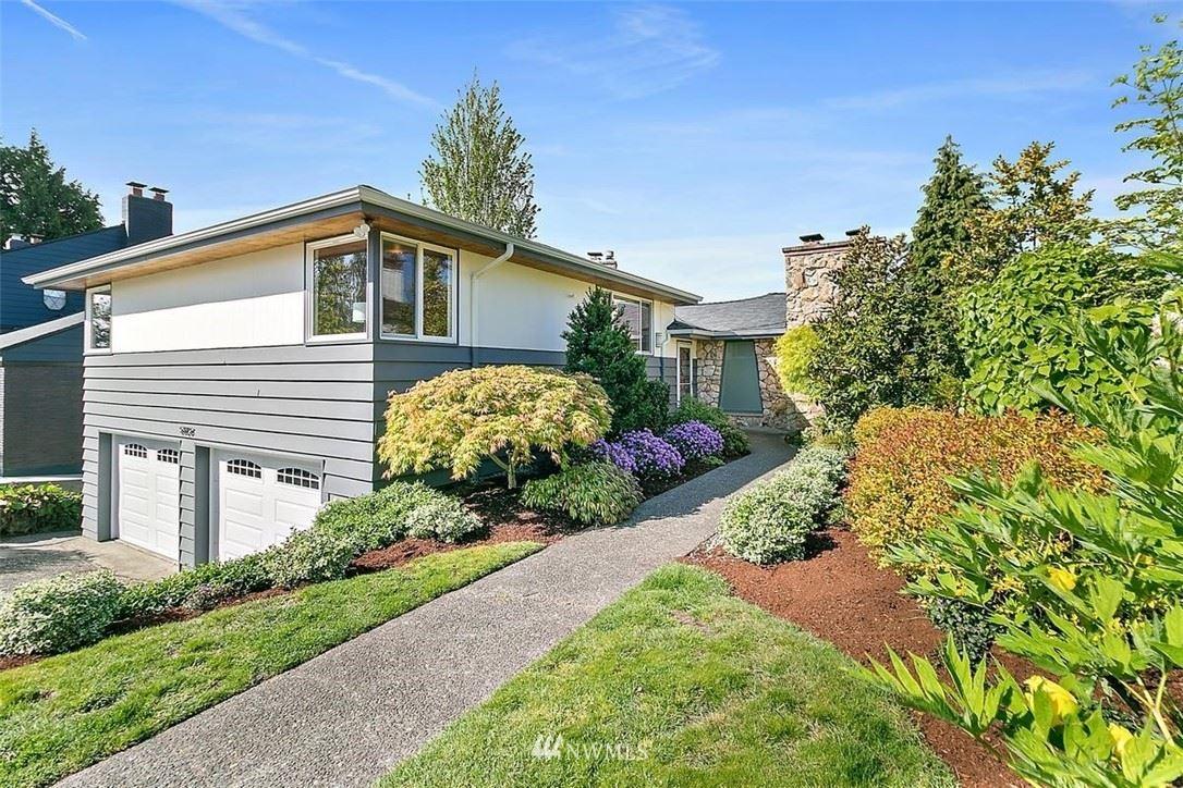 Photo of 5825 Ann Arbor Avenue NE, Seattle, WA 98105 (MLS # 1766284)