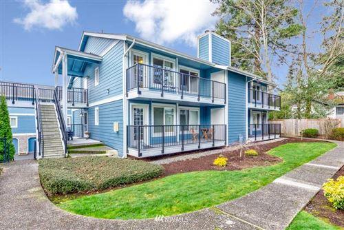 Photo of 12526 SE 32nd Street #32, Bellevue, WA 98005 (MLS # 1718293)