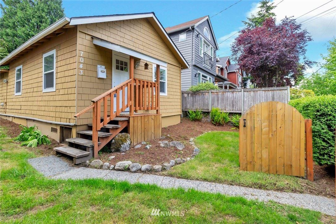 Photo of 7043 34th Avenue NE, Seattle, WA 98115 (MLS # 1781301)