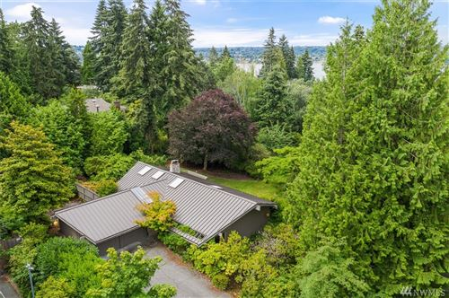 Photo of 3 Holly Hill Dr SE, Mercer Island, WA 98040 (MLS # 1640303)