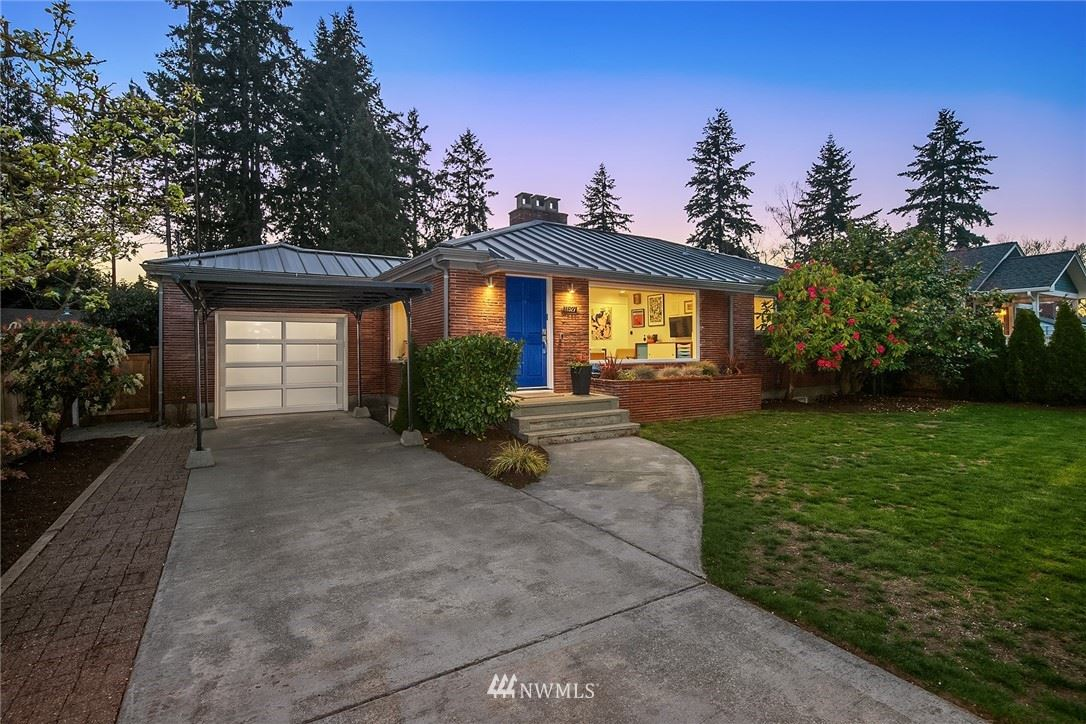 Photo of 11527 30th Avenue NE, Seattle, WA 98125 (MLS # 1752303)
