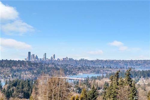 Photo of 4342 SE Somerset Blvd, Bellevue, WA 98006 (MLS # 1575306)