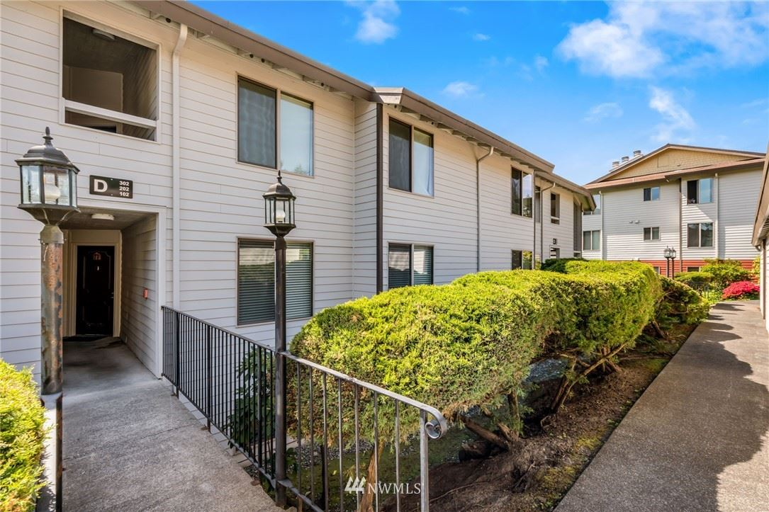 Photo of 23501 Lakeview Drive #D-202, Mountlake Terrace, WA 98043 (MLS # 1792307)