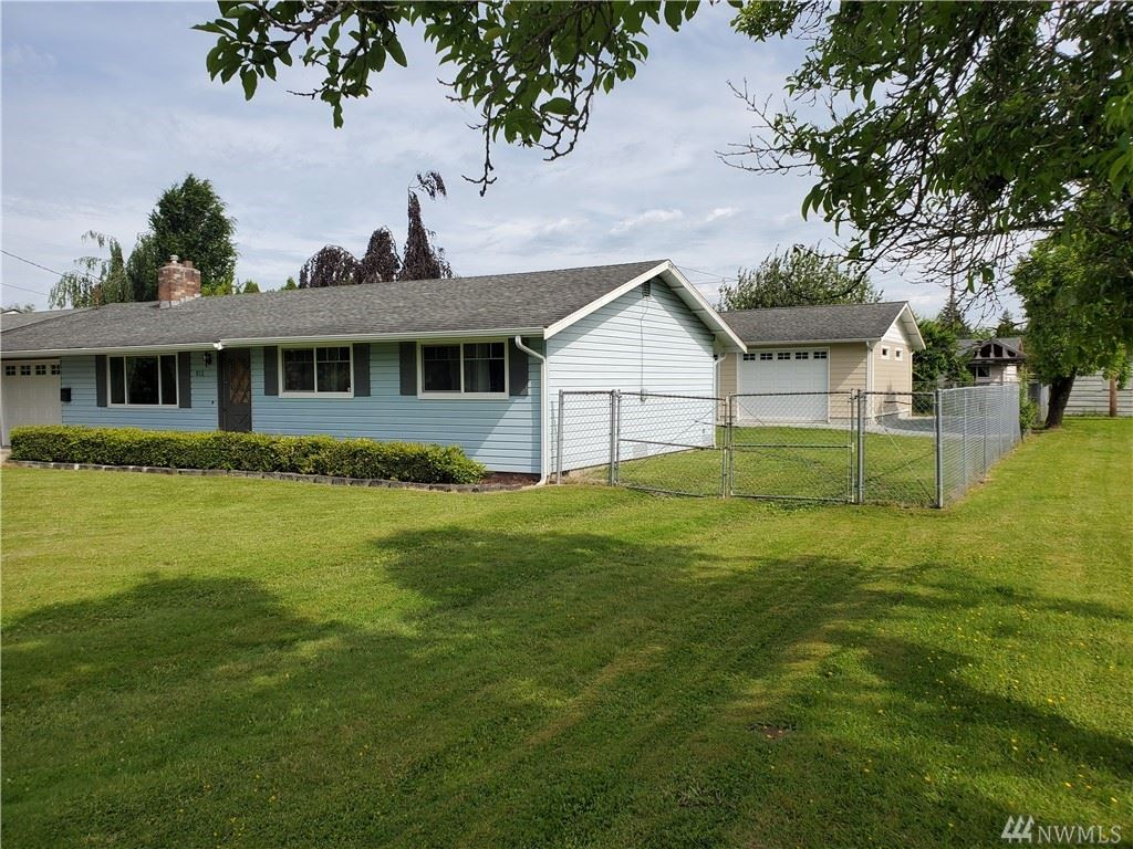 Photo of 812 Fidalgo St, Sedro Woolley, WA 98284 (MLS # 1608311)
