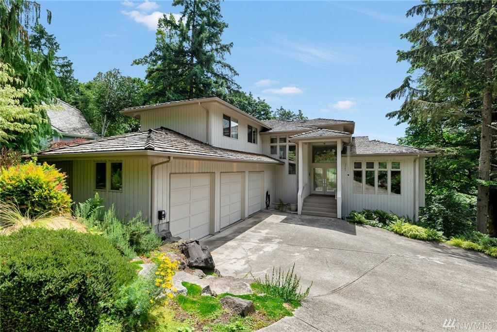 Photo of 13032 204th Place SE, Issaquah, WA 98027 (MLS # 1490321)