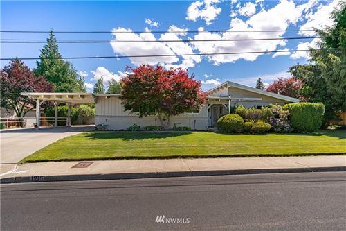 Photo of 1215 1st Street, Wenatchee, WA 98801 (MLS # 1792323)