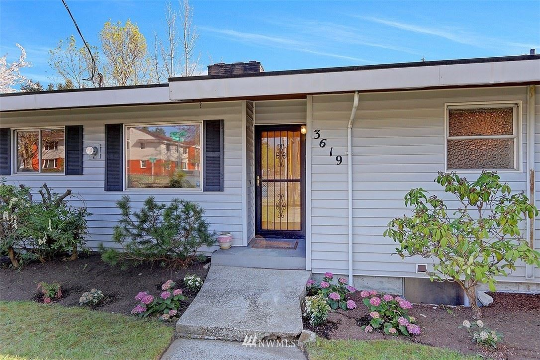 Photo of 3619 NE 75th Street, Seattle, WA 98115 (MLS # 1761345)