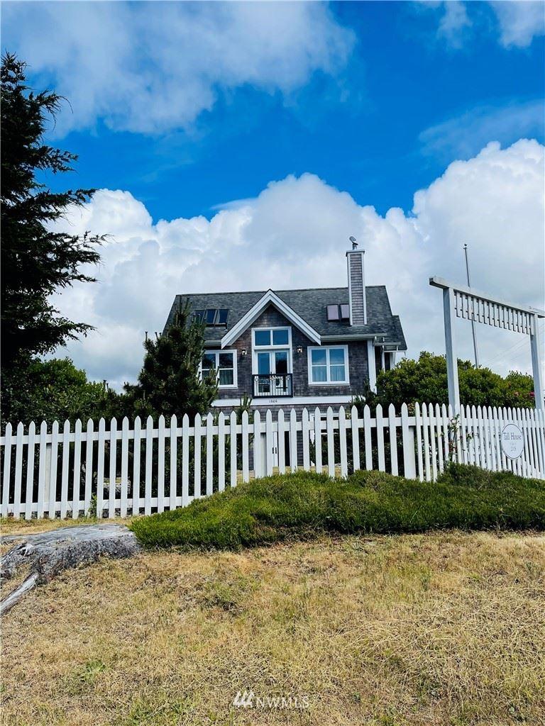 Photo of 1606 Ocean Beach Boulevard S, Seaview, WA 98631 (MLS # 1793345)