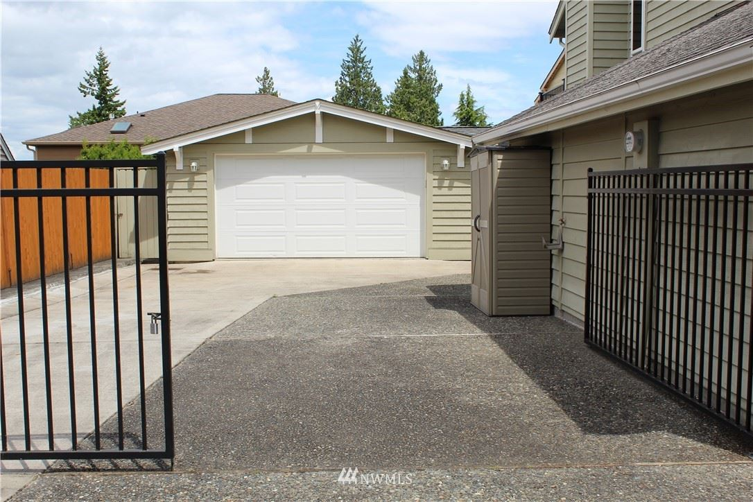 Photo of 420 SW 185th Place, Normandy Park, WA 98166 (MLS # 1783351)