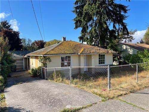 Photo of 1413 SW Cambridge Street, Seattle, WA 98106 (MLS # 1840362)