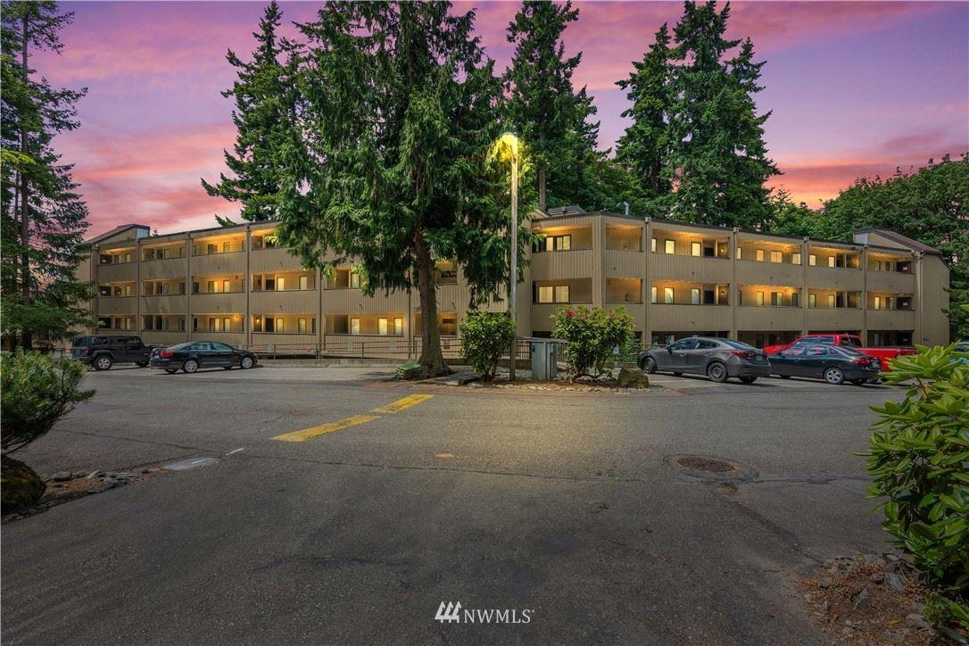 Photo of 10819 NE 37th Place #103, Bellevue, WA 98004 (MLS # 1789365)