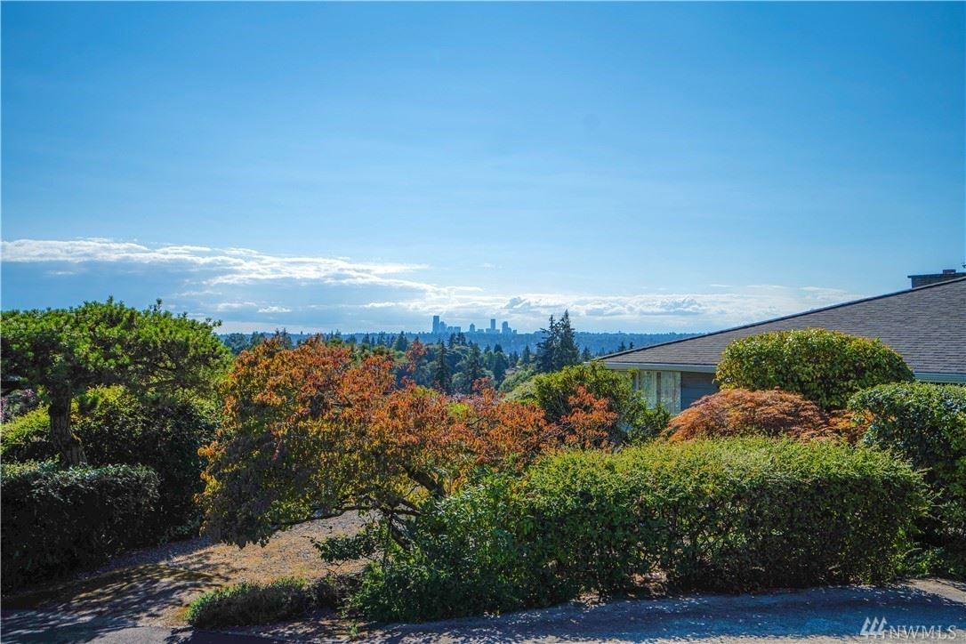 Photo of 909 95th Avenue NE, Bellevue, WA 98004 (MLS # 1640367)