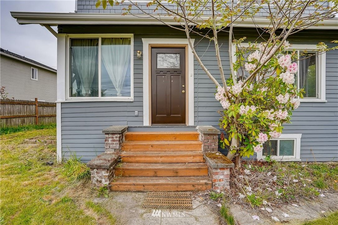 Photo of 6505 33rd Avenue S, Seattle, WA 98118 (MLS # 1778373)