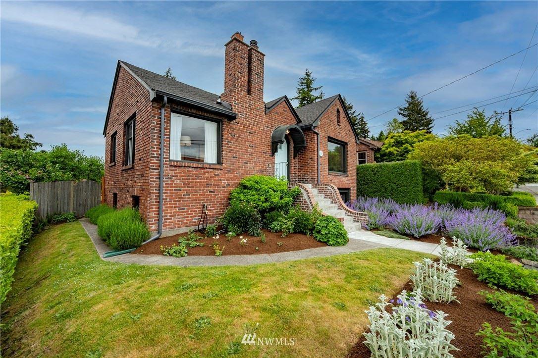 Photo of 516 NE 90th Street, Seattle, WA 98115 (MLS # 1771389)