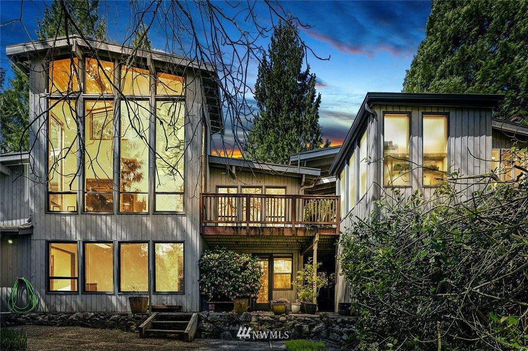 Photo of 750 Valley View Place SW, Issaquah, WA 98027 (MLS # 1757395)