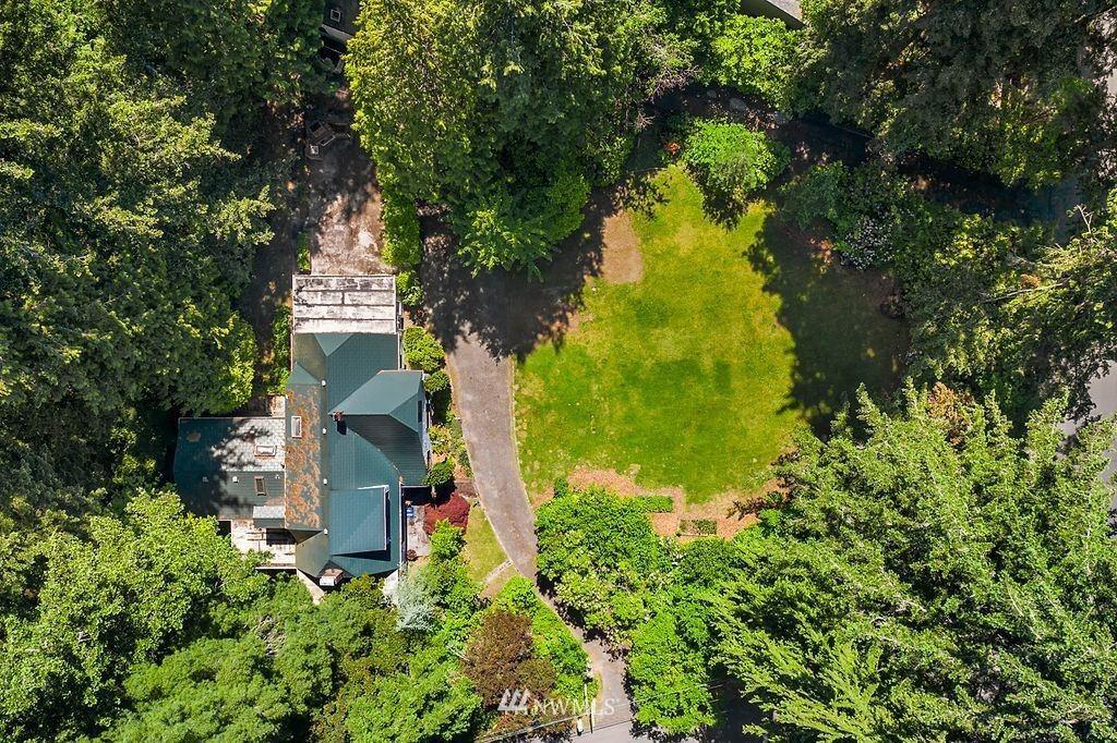 Photo of 18208 40th Avenue NE, Lake Forest Park, WA 98155 (MLS # 1785397)