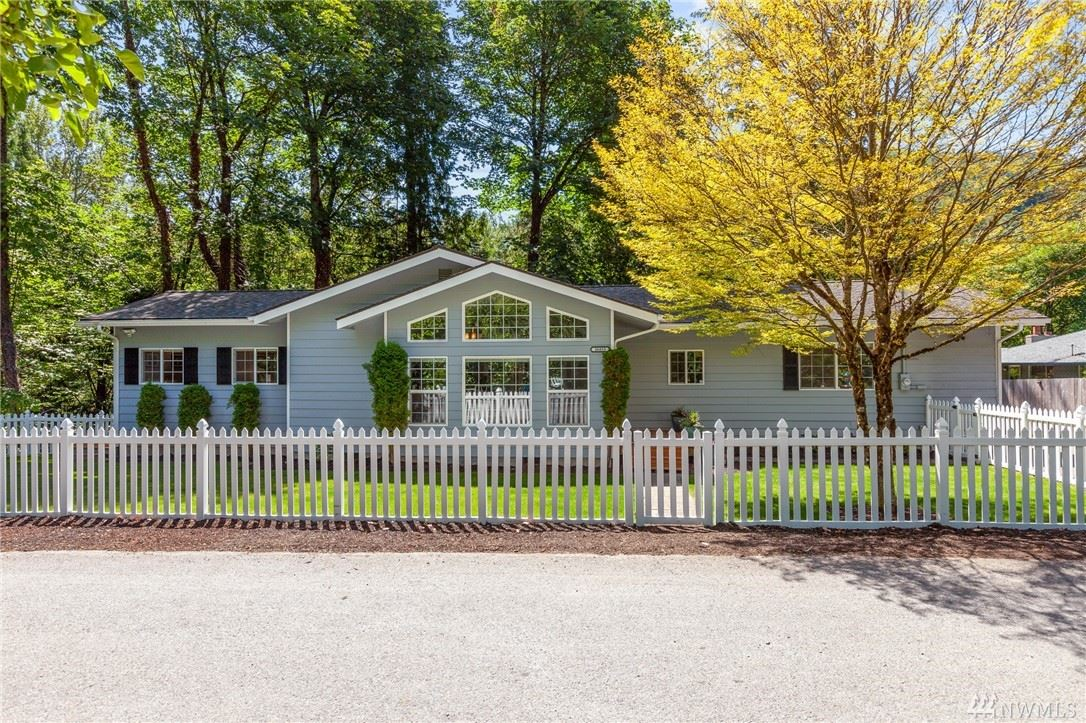 Photo of 26833 SE 76th Place, Issaquah, WA 98027 (MLS # 1631398)