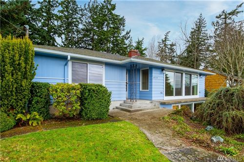 Photo of 415 39th St, Anacortes, WA 98221 (MLS # 1554401)