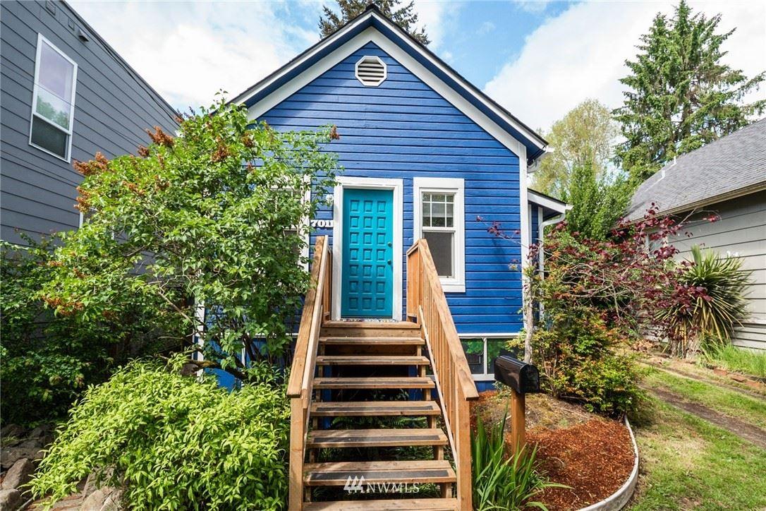 Photo of 7011 15th Avenue NE, Seattle, WA 98115 (MLS # 1778402)