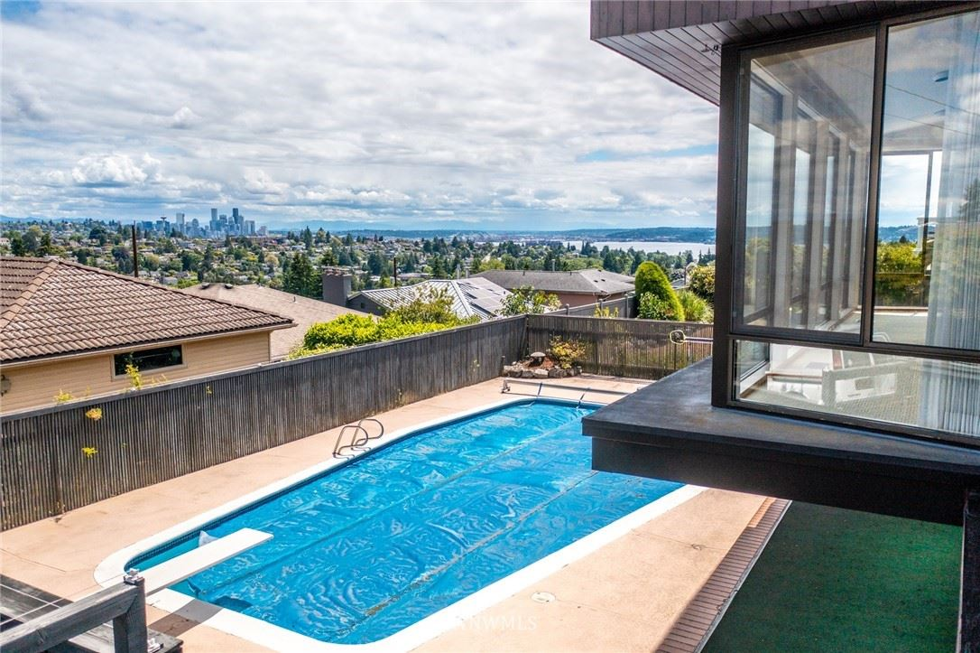 Photo of 3715 W Dravus Street, Seattle, WA 98199 (MLS # 1787416)