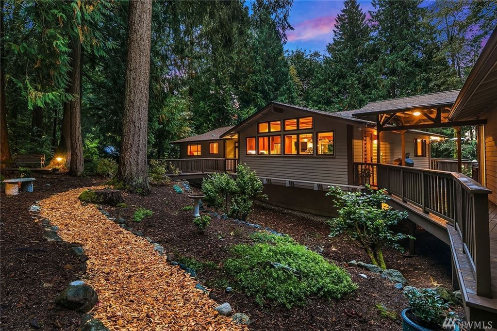 Photo of 12203 210th Place SE, Issaquah, WA 98027 (MLS # 1529419)