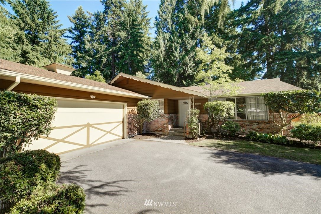 Photo of 3825 NE 189th Place, Lake Forest Park, WA 98155 (MLS # 1788419)