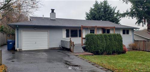 Photo of 13102 SE 204th Place, Kent, WA 98031 (MLS # 1693420)