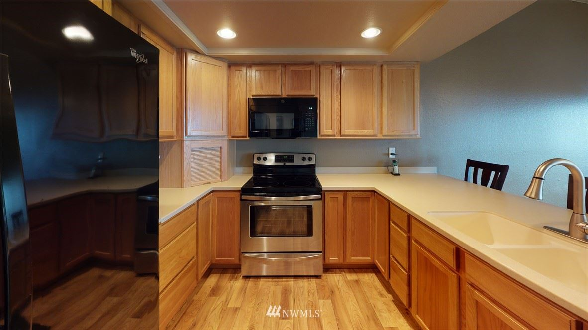 Photo of 28701 6th Place S #207, Des Moines, WA 98198 (MLS # 1779422)