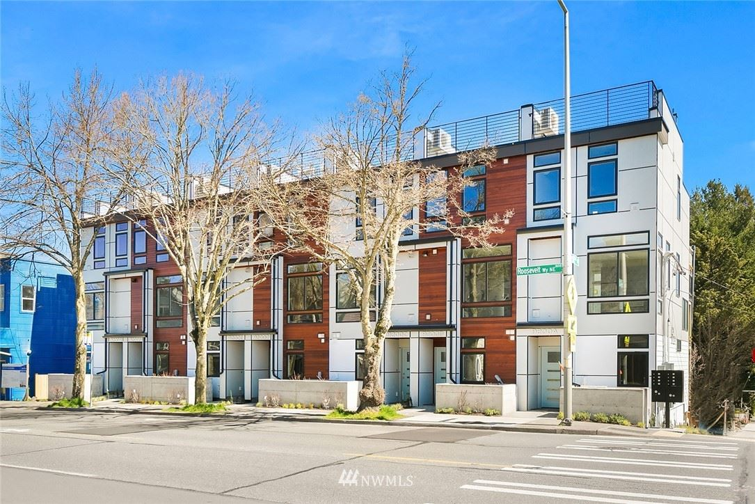 Photo of 9200 Roosevelt Way NE, Seattle, WA 98115 (MLS # 1786426)