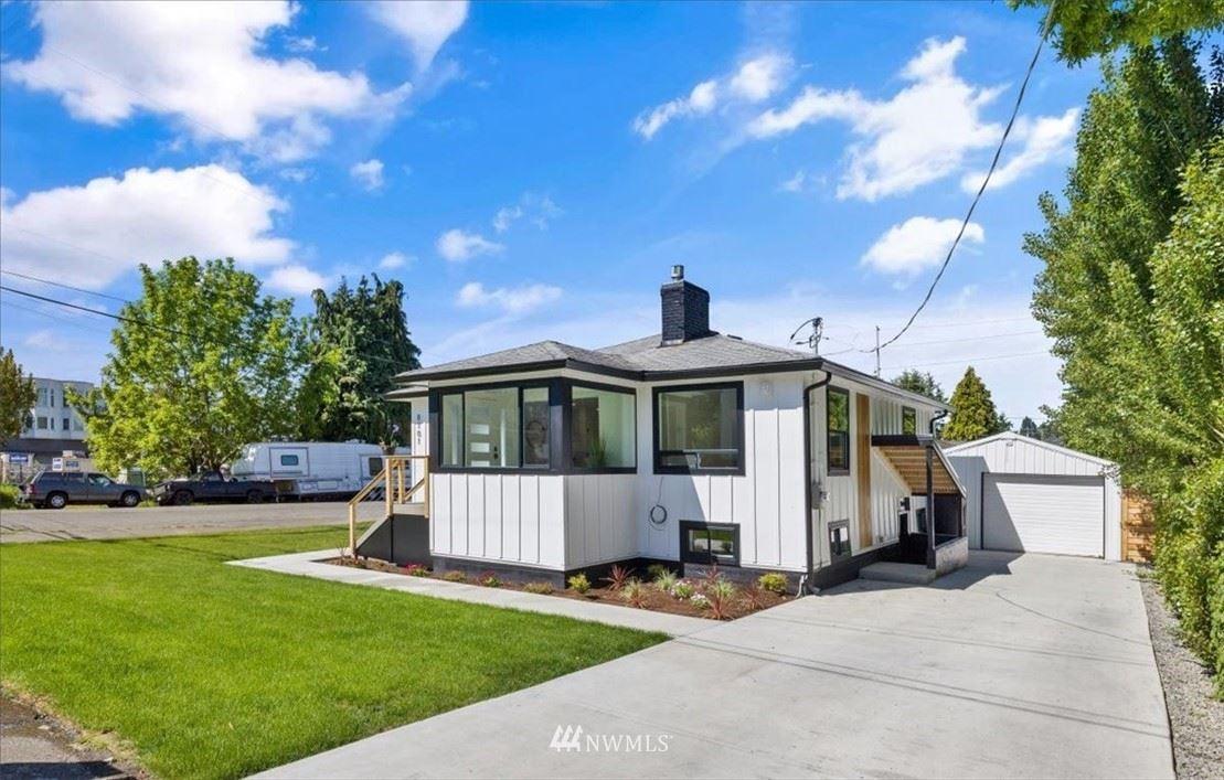 Photo of 8701 Palatine Avenue N, Seattle, WA 98103 (MLS # 1782434)