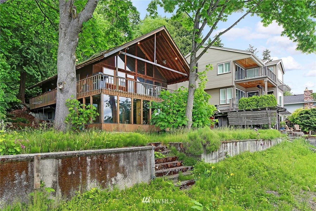 Photo of 1440 W Lake Sammamish Parkway NE, Bellevue, WA 98008 (MLS # 1781438)