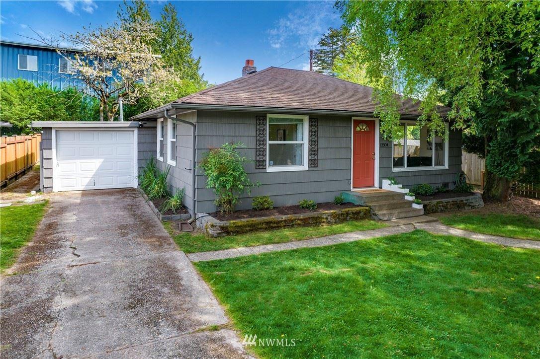 Photo of 12504 Phinney Avenue N, Seattle, WA 98133 (MLS # 1766446)