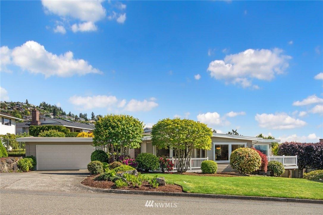 Photo of 13263 SE 43rd Place, Bellevue, WA 98006 (MLS # 1778451)