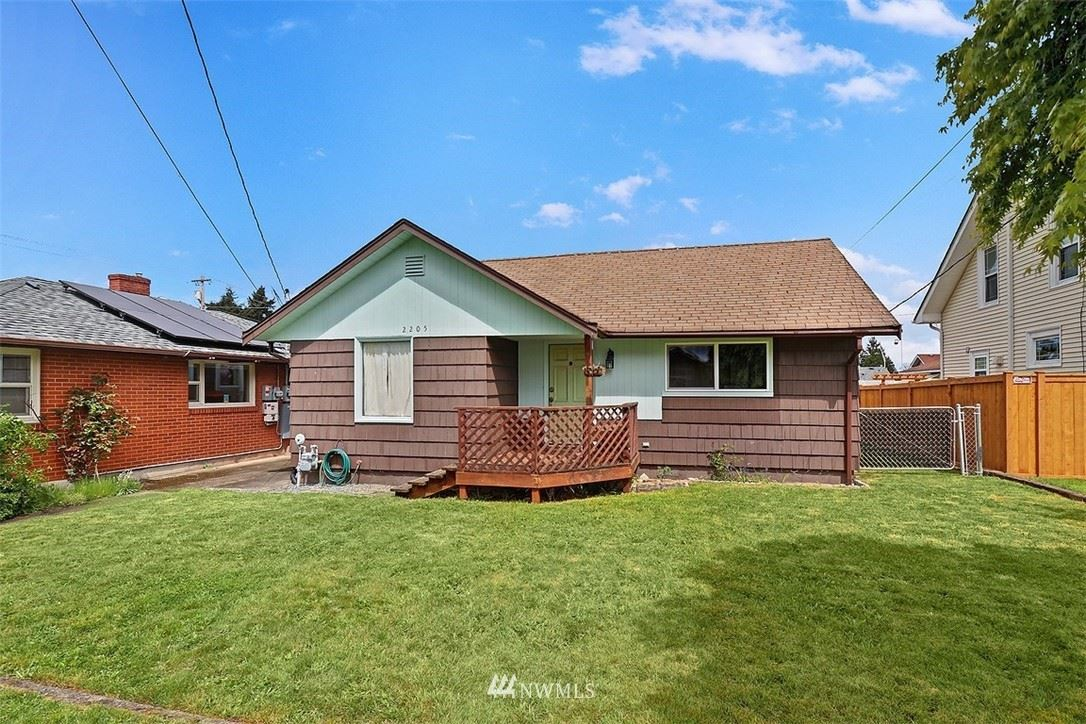 Photo of 2205 Columbia Avenue, Everett, WA 98203 (MLS # 1771469)