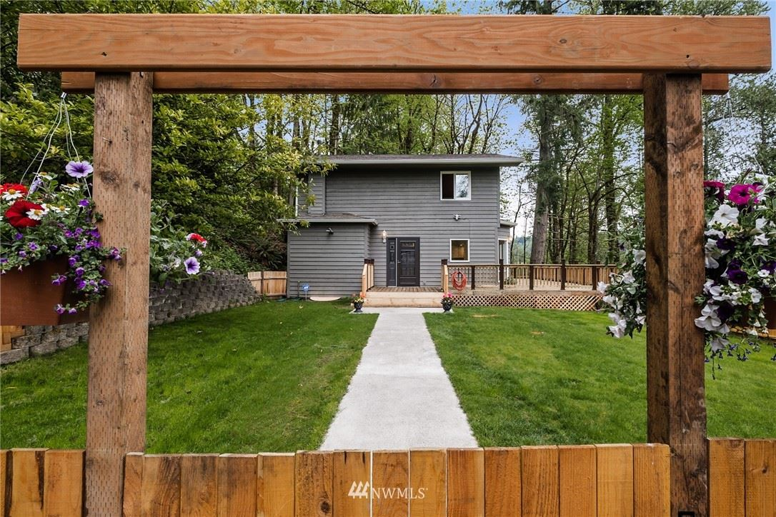 Photo of 19523 SE May Valley Road, Issaquah, WA 98027 (MLS # 1766482)