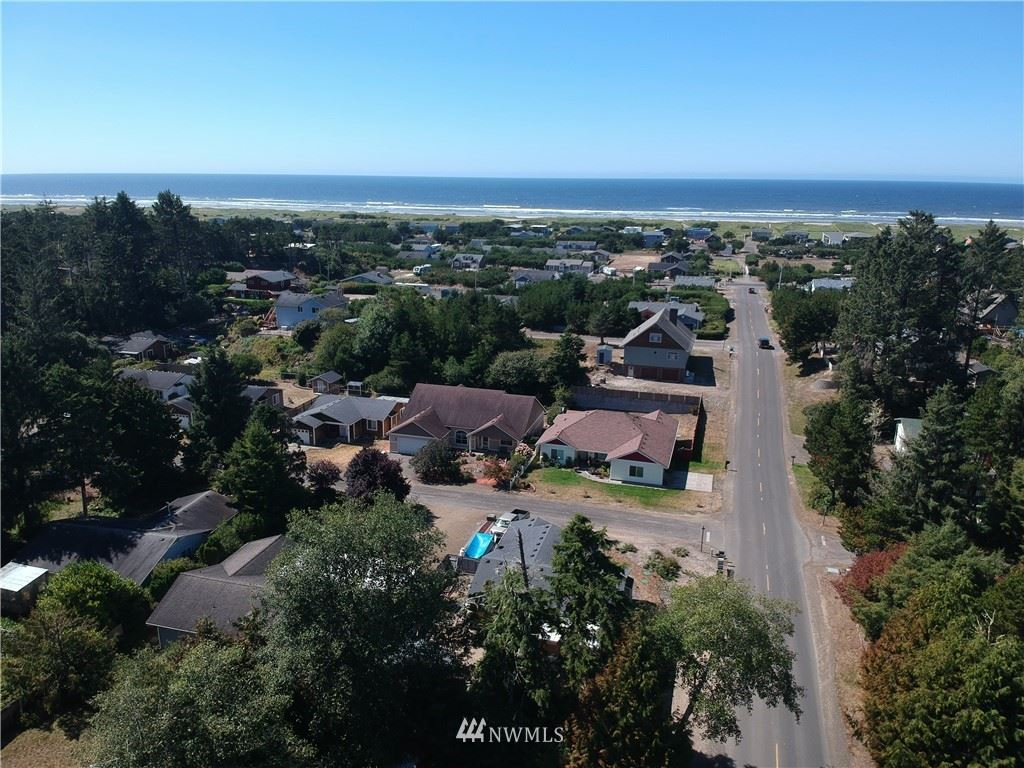 Photo of 1306 306th Place, Ocean Park, WA 98640 (MLS # 1824485)