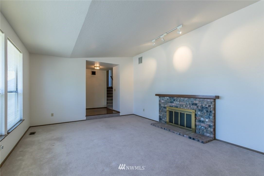 Photo of 3927 S 284th Place, Auburn, WA 98001 (MLS # 1774486)