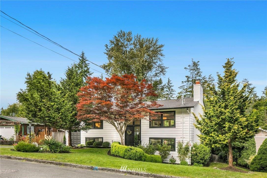 Photo of 1050 151st Avenue SE, Bellevue, WA 98007 (MLS # 1793488)