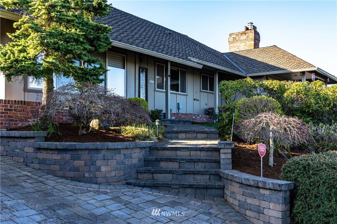 Photo of 14005 SE 44th Place, Bellevue, WA 98006 (MLS # 1759489)