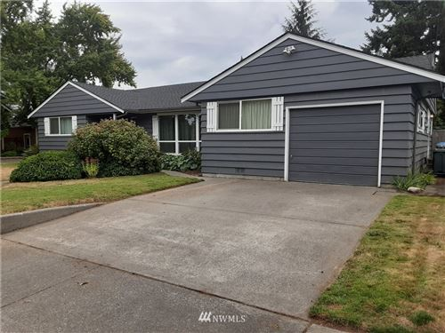 Photo of 924 7th Avenue NW, Puyallup, WA 98371 (MLS # 1667518)