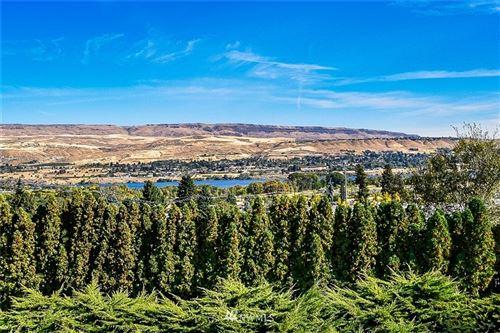 Photo of 2023 Dawn Terrace, Wenatchee, WA 98801 (MLS # 1745524)